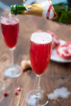 Entertaining doesn't have to be hard, with this Easy Pomegranate Champagne Cocktail. Even better, you don't have to sacrifice style to have a no-stress champagne cocktail recipe! Making a stylish sparkling cocktail has never been easier. Champaign Cocktails, Easy Cocktails, Cocktail Drinks, Fun Drinks, Yummy Drinks, Cocktail Recipes, Vodka Cocktails, Party Drinks, Alcoholic Beverages