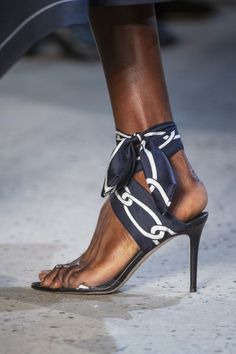 Best Spring 2019 Runway Shoes - Spring 2019 Shoe Trends at Fashion Week Spring Shoes, Summer Shoes, Summer Sandals, Shoe Boots, Shoes Sandals, Shoes Sneakers, Runway Shoes, Hot Shoes, Fancy Shoes