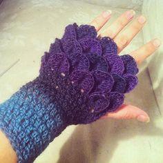Dragon gloves #dragon #crochet #gloves #dropsdelight #MianVirkkuut #halfgloves #handmade #virkattu #kämmekäs #krokovirkkaus #langat_tuumasta #tuuma