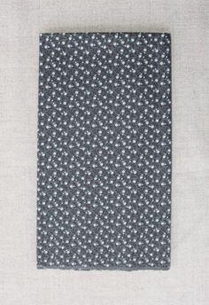 NA151 Fundo cinza flor cinza - As cores dos produtos podem sofrer pequenas variações em função do monitor.
