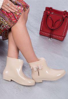 Cizme de cauciuc Sabaudia Bej Crocs, Rubber Rain Boots, Navy, Winter, Kids, Fashion, Zapatos, Hale Navy, Winter Time