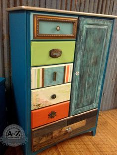 Super Creative Upcycled Furniture Ideas - Rustic Crafts & Chic Decor - These upcycled furniture ideas show how you can take ordinary furniture pieces and creatively make them over into something spectacular. Funky Furniture, Paint Furniture, Repurposed Furniture, Furniture Projects, Furniture Makeover, Furniture Design, Furniture Stores, Arts And Crafts Furniture, Furniture Removal
