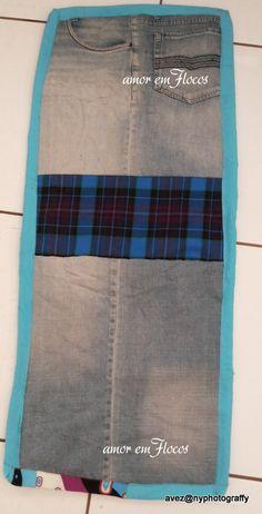 Calças jeans que não estão mais em uso podem ser transformadas em tapetes.                                        tiras com 10cm para o ...