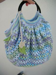 Transcendent Crochet a Solid Granny Square Ideas. Inconceivable Crochet a Solid Granny Square Ideas. Sac Granny Square, Point Granny Au Crochet, Motifs Granny Square, Granny Square Crochet Pattern, Crochet Stitches Patterns, Crochet Tote, Crochet Cross, Crochet Handbags, Crochet Purses