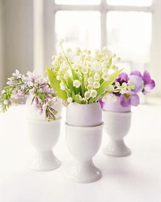8 chic Easter décor DIYs // Eggshell flower arrangement #entertaining #easter #decorating #diy