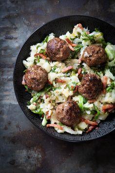 Andijviestamppot met spekjes en gehaktbal Dutch Kitchen, Foodies, Recipies, Potatoes, Beef, Ethnic Recipes, Easy, Drinks, Food