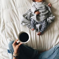 ♡ I remember these kinda mornings well! Mamas, enjoy time spent with your babies because it passes all too quickly! Little Babies, Little Ones, Cute Babies, Baby Kids, Baby Boy, Baby Family, Baby Bumps, Mommy And Me, Baby Fever