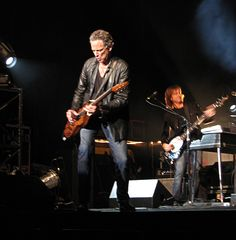 On April 4, 2007 Lindsey Buckingham played in concert, in a packed house, at the Flynn Theater in Burlington, VT. It was one of the best shows ever...