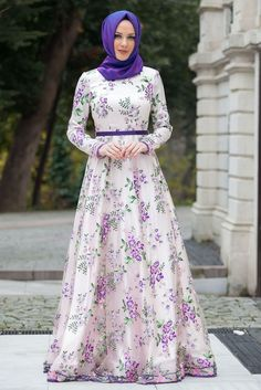 22 Trendy Dress Vintage Long Outfit Source by dresses muslim Muslim Women Fashion, Islamic Fashion, Hijabi Gowns, Hijab Evening Dress, Hijab Style Dress, Muslim Dress, Abaya Fashion, Dress Fashion, Latest African Fashion Dresses