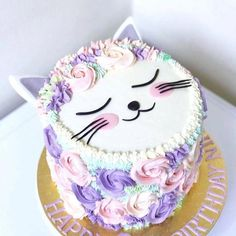 Monday Meow Meow 🐱🐱 I can't resist to share this cutest kitty with you, who is cat lover too? 😍 Cute cat cake by the talented Pretty Cakes, Cute Cakes, Fete Audrey, Birthday Cake For Cat, Little Girl Birthday Cakes, Little Girl Cakes, Birthday Ideas, 9th Birthday, Kitten Cake