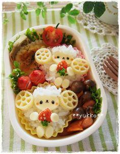sheep eat strawberry bento ♥ Bento Japanese Food Art, Japanese Lunch Box, Kawaii Bento, Cute Bento, Cute Food, Good Food, Food Art For Kids, Bento Recipes, Bento Box Lunch