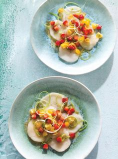 Scallop Crudo with Strawberry Salsa Seafood Recipes, Wine Recipes, Low Carb Recipes, Cooking Recipes, Healthy Recipes, Strawberry Salsa, Ricardo Recipe, How To Cook Fish, Fish And Seafood
