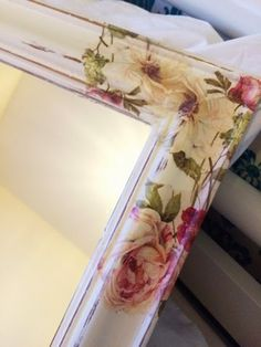 Pretty Shabby Chic Decor, discover this pin styling number 3248389999 this minute. Shabby Chic Mirror Diy, Shabby Chic Dining Room, Shabby Chic Crafts, Diy Mirror, Shabby Chic Furniture, Shabby Chic Decor, Napkin Decoupage, Decoupage Art, How To Decoupage Wood