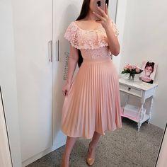Unique prom dresses with hottest - Fashion Modest Outfits, Skirt Outfits, Modest Fashion, Dress Skirt, Lace Dress, Fashion Dresses, Unique Prom Dresses, Elegant Dresses, Pretty Dresses