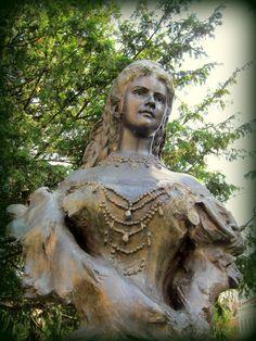 Socha cisárovnej Sisi v parku - Prešov / Statue of Empress Sisi in the park - Prešov