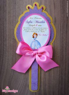 Tarjeta de invitación a cumpleaños con forma de espejito de princesa. Podemos confeccionar su invitación con el tema, forma y colores que usted requiera.