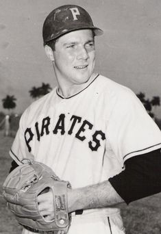 """""""Baseball's Forgotten Stars"""": The Pirates' Bob Friend - Baseball History Comes Alive! Pittsburgh Pirates Baseball, Pittsburgh Sports, Baseball Photos, Baseball Cards, Penn State Sports, Pirate Pictures, Baseball Players, Mlb Players, Cleveland Indians"""