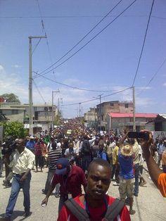 3 ans de mandat de #Martelly : la manif de l'opposition vient de débuter #Haiti pic.twitter.com/97t5ZwdKep