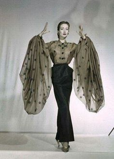 Haute Couture: Marco Zaninis Hommage to Elsa Schiaparelli. Della Oake wearing an organdy blouse with voluminous sleeves and a long slim satin skirt by Elsa Schiaparelli, Vintage Glamour, Vintage Beauty, Elsa Schiaparelli, Moda Vintage, Vintage Mode, 1950s Style, Vintage Outfits, Vintage Dresses, Retro Fashion