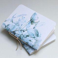 Beautiful notebooks by Pumpkinsputnik at Etsy Diy Notebook, Handmade Notebook, Notebook Covers, Notebook Design, Handmade Journals, Handmade Books, Handmade Tale, Diy Cadeau Noel, Beautiful Notebooks