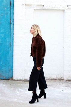 black culottes-brown and black-ankle boots-brown furry bomber jacket-winter work outfit-cropped pants and booties-adenorah How To Wear Ankle Boots, Ankle Boots Dress, Dress With Boots, Black Ankle Boots, Black Booties, High Boots, Black Culottes, Black Cropped Pants, Winter Dress Outfits