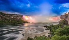 Niagara Falls is a bucket list favourite for visitors to Canada. Find out my top 10 list of favourite things to do in Niagara Falls. Henry Ford, Yellow Brick Houses, Niagara Falls Attractions, Beautiful World, Beautiful Places, Visiting Niagara Falls, Canada Holiday, Fall Pictures, Boat Tours