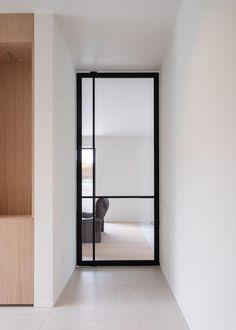 Sliding Pantry Doors, Pivot Doors, Contemporary Interior Doors, Modern Interior, Aluminium Deur, Door Design, House Design, Dining Room Windows, Door Fittings