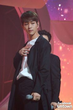 SHINee Onew~ Odd Eye Special Stage Pic. Belongs to SM Ent. No copyright infringement intended lol