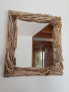 Retrouvez cet article dans ma boutique Etsy https://www.etsy.com/fr/listing/557827393/petit-miroir-de-bois-flotte-original