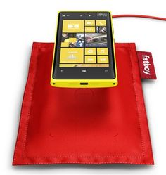 As the new Lumia 820 and Lumia 920 support Qi wireless charging, Nokia brings the new wireless charging accessorie, the Fatboy Wireless Charging Pillow (DT-901)