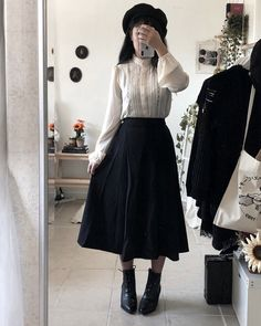 Tbh I love the Victorian era and would love to get into that style more. Tbh I love the Victorian era and would love to get into that style more. Maybe with a twist of modern. Modern Victorian Fashion, Victorian Style Clothing, Edwardian Fashion, Modern Fashion, Look Fashion, Vintage Fashion, Fashion Outfits, Victorian Outfits, Victorian Era Dresses