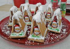 Hexenhaus aus Butterkeksen Witchhouse made of butter biscuits, a good recipe from the category children. Christmas Gingerbread, Christmas Deco, Christmas Treats, Christmas Time, Gingerbread Houses, Xmas Food, Christmas Cooking, Winter Desserts, Food Humor