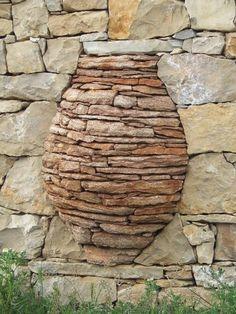 돌담. 돌을 한 개 두 개 올려놓는 일에도 사람의 마음을 담아 표현할 수가 있답니다.주인의 정신세계를 엿... Dry Stone, Brick And Stone, Stone Work, Masonry Work, Stone Masonry, Garden Art, Garden Design, Large Backyard Landscaping, Stone Retaining Wall