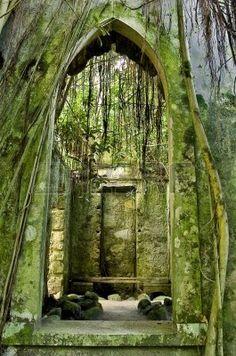 4390497-iglesia-vieja-sintra-portugal.jpg (265×400)