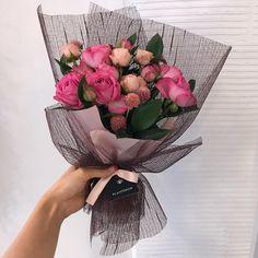 """좋아요 36개, 댓글 1개 - Instagram의 PLANTERIOR 플랜테리어(@planterior)님: """"계절이 느껴지는 버건디색 포장 오늘의 꽃다발이예요 💐 . 문의카톡 theplanterior 010-7451-3358 #flowers #floral #flowerstagram…"""" Boquette Flowers, How To Wrap Flowers, Bride Flowers, Bunch Of Flowers, Paper Flowers, Beautiful Flowers, Flower Bouquet Diy, Bouquet Wrap, Gift Bouquet"""