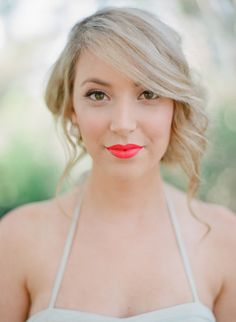 Coral lips and natural makeup: http://www.stylemepretty.com/2014/04/22/whimsical-autumn-wedding-inspiration/ | Photography: Blush Weddings - http://blushweddingphotography.org/
