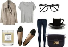 Grey tee + beige trench coat + black loafers + dark skinny jeans + black bag