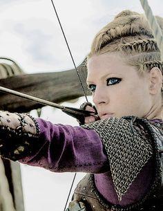 porunn vikings actress gaia weiss s ries en 2018 pinterest vikings coiffure et cheveux. Black Bedroom Furniture Sets. Home Design Ideas