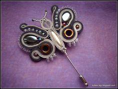Resultado de imagen de llaveros soutache Soutache Jewelry, Shibori, Beaded Embroidery, Needle Felting, Belly Button Rings, Handmade Jewelry, Jewelry Design, Jewelry Making, Vogue
