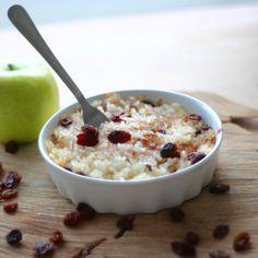 Legumina z ryżu z jabłkami według przepisu z 1871 roku Old Recipes, Cooking Recipes, Old Plates, Oatmeal, Breakfast, Sweet, Food, Diet, Antique Plates