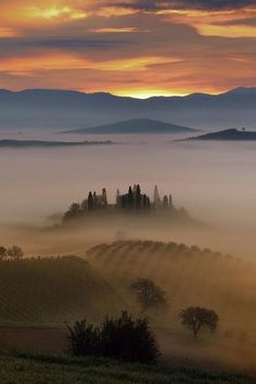 The misty hills of #Tuscany. Photo by Mauro Mione.