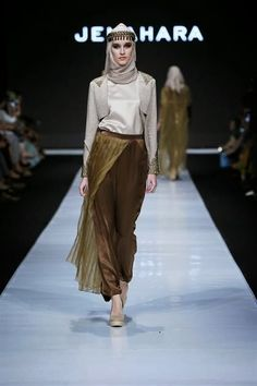 Indonesian designers have different opinions on Islamic fashion, and the Jakarta Fashion Week is the right place to appreciate the differen...
