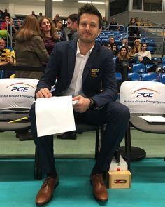 """Polubienia: 3,533, komentarze: 18 – PGE Skra Bełchatów (@pgeskra) na Instagramie: """"No no no...  #trener #MichałWiniarski #Winiar #elegancjafrancja #TeamSkra #YellowBlack"""""""