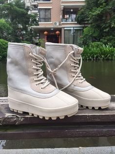 "Authentic Adidas Yeezy 950 Boot ""Peyote"""