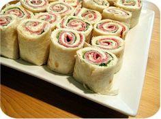 Ricetta per il rollè con prosciutto crescenza e pepe rosa, antipasto ottimo anche per i bambini ed ideale da servire per il cenone di Capodanno.