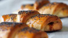 Fylte horn med ost og bacon Bagel, Horn, Scones, Bread, Baking, Cookie Monster, Brot, Bakken, Horns