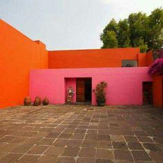 Quadra San Cristóban e Fontes dos Amantes, em Atizapán, no México. Projeto do arquiteto Luis Barragán. #architecture #arts #arquitetura #arte #decor #design #decoração #projetocompartilhar #shareproject