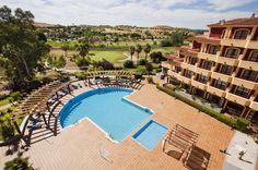 #Vistas desde una de las habitaciones que te esperan en nuestro hotel frente al campo de #golf Guadiana.