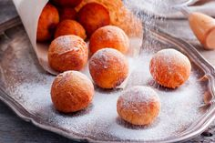 bananfank-receptje Fritters, Easy Desserts, Donuts, Muffins, Biscotti, Food And Drink, Ice Cream, Peach, Sweets