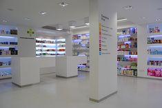 Mrs. SHOPFITTER: Farmacia PRAT #farmacia #pharmacy Retail Interior Design, Retail Store Design, Retail Shop, Pharmacy Store, Retail Architecture, Supermarket Design, Retail Boutique, Interior Minimalista, Retail Merchandising
